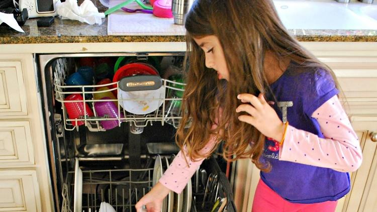 child-helping-with-dishwasher
