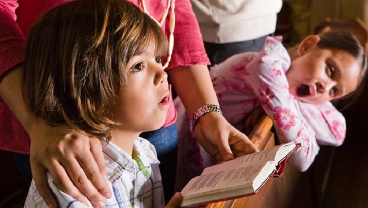 otrok_v_cerkvi